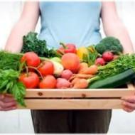 Mida lähemale tiksub kevad, seda suuremaks paisub inimeste huvi tervisliku toitumise vastu. Searasv ja kreemikoogid jäägu talveperioodi, pikkade sammudega lähenev rannahooaeg ergutab ja inspireerib tegutsema. Tervisesaitidel võib sageli kohata mahla-ja smuutiretseptide soovitusi ning ikka ja jälle tõusevad küsimused, kumb neist on kasulikum ja millal mida eelistada.