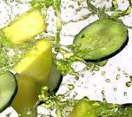 Toormahlade imelisest võimest immuunsust toetada ja keha puhastada oleme me kõik kuulnud. Värskelt pressitud toormahlas sisalduvad energiseerivad toitained jõuavad vereringesse loetud minutitega ning kevadine mahlakuur toob naeratuse näole viimsele kui väsinud rakule. Pakun välja põneva mahlakombinatsiooni, mis võitleb kehasse pugenud külmatunde vastu ja ennetab põletike teket, just seda viimast seostatakse aga ka organismi suurenenud vähiriskiga. […]