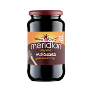 MOMENDIL OTSAS!  Orgaaniline tume suhkruroomelass on vaimustavalt võimas terviktoit, mis sisaldab rohkem kui 80 erinevat toitainet. Melassis on rikkalikult kaltsiumi, magneesiumi, mangaani, rauda, vaske, seleeni ja kaaliumit ja B-vitamiine. Blackstrap melass jätab kehasse aluselise jäägi, korrigeerides seega kudede pH taset.  Purk 740 grammi.